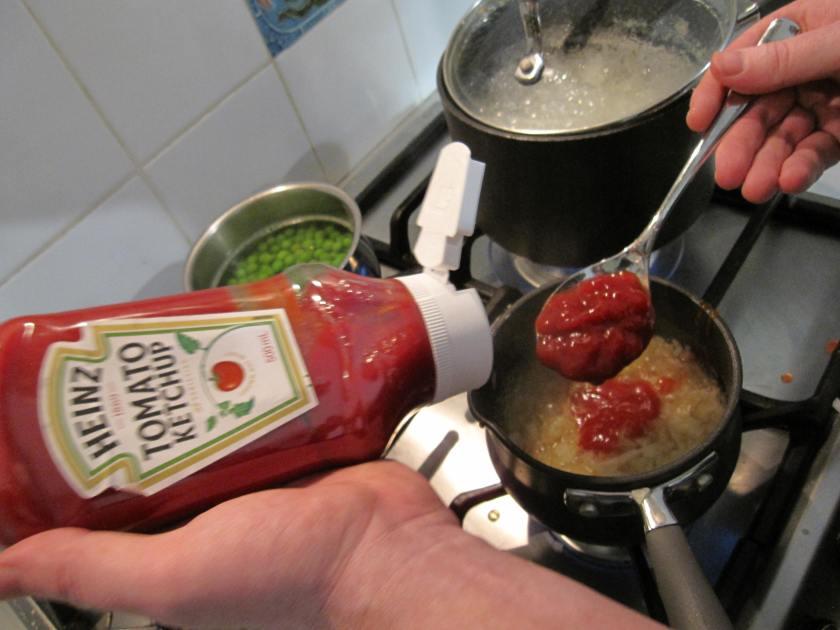spoon tom sauce
