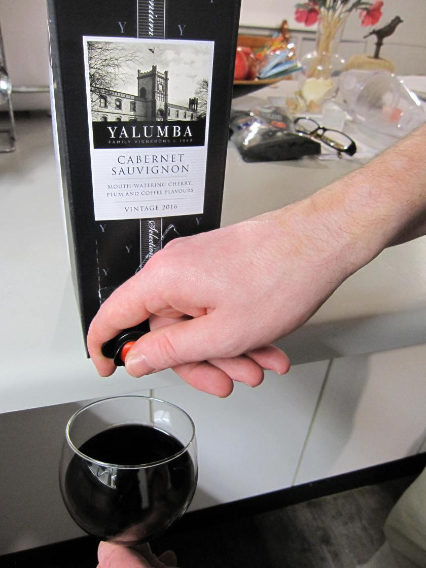Pour wine 3